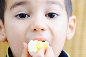 Cho con ăn trứng theo 5 cách này mất sạch canxi, khoáng chất, dễ gây bệnh cho bé