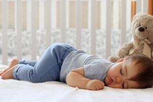 Cho trẻ ngủ đúng vào khung giờ này để não bộ phát triển, chiều cao tăng mạnh