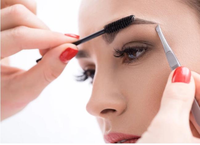 5 mẹo trang điểm giúp mắt to và sáng hơn, chị em nên copy để có được gương mặt sắc nét hơn